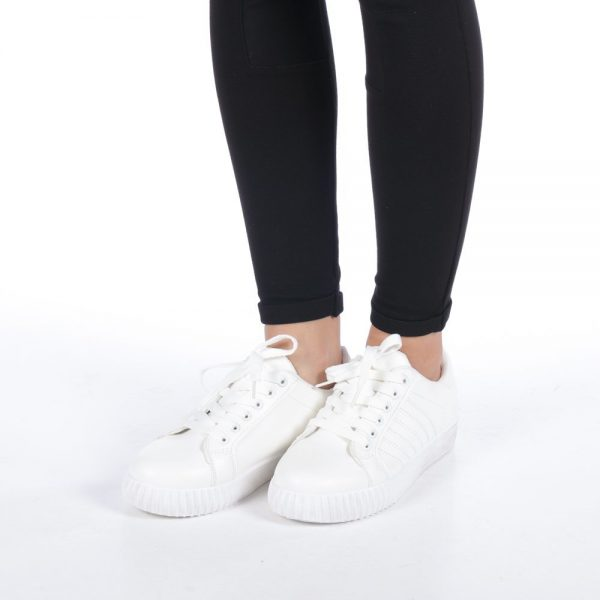 Adidasi albi pentru femei