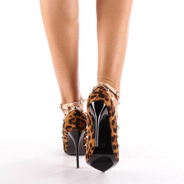 Pantofi leopard cu toc si barete cu tinte