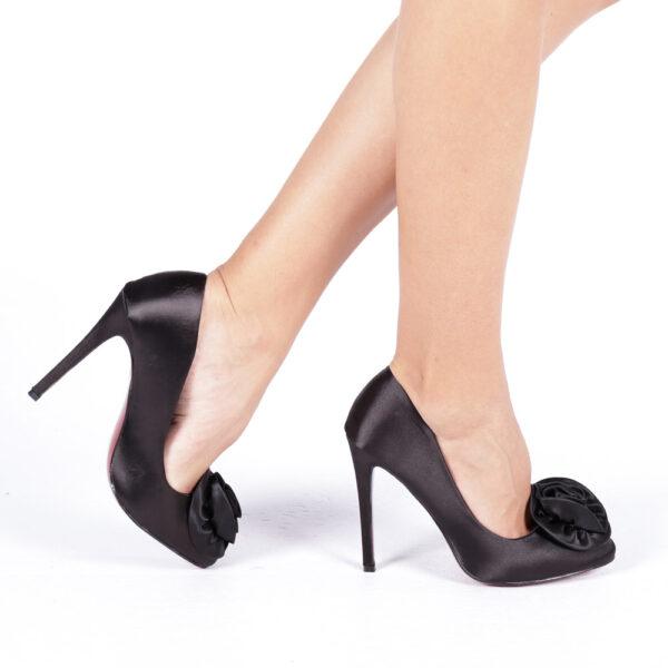Pantofi negri eleganti cu toc