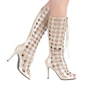 Sandale tip cizma decorate cu perforatii