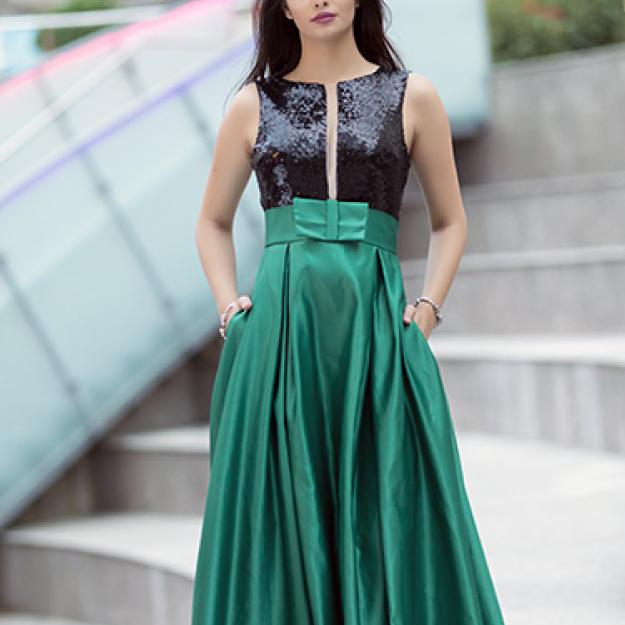 Rochie verde evazata in V cu bretele